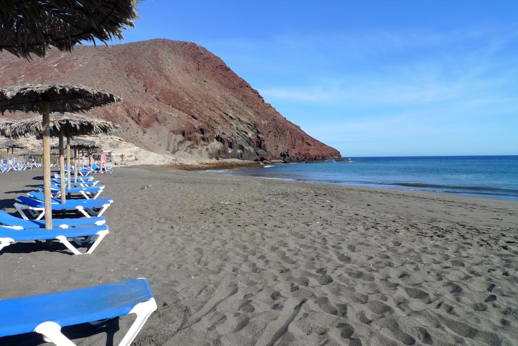 Плайя-де-ла-Техита - самый большой естественный пляж на острове Тенерифе.